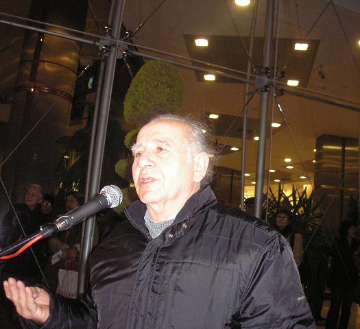 Nazım Hikmet Heykeli:Heykeltraş Ferit Özşen heykelin açılış konuşmasında, Caddebostan Kültür Merkezi-15 Ocak 2010- Fotoğraf: Tenise Yalçın. evetbenim.com