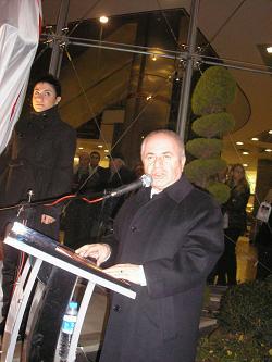 Nazım Hikmet Heykeli Açılış Töreni: Kadıköy Belediye Başkanı Av. Selami Öztürk açılış konuşmasını yapıyor.Caddebostan Kültür Merkezi-15 Ocak 2010- Fotoğraf: Tenise Yalçın. evetbenim.com