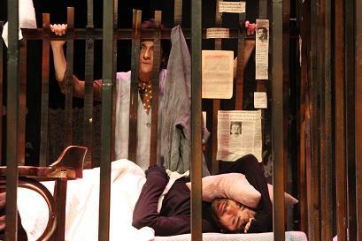Oyun: Kafes, yazan Mario Fratti, İBB Şehir Tiyatroları 2009