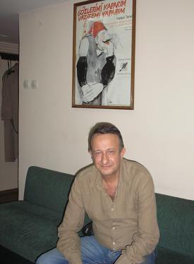 Naşit Özcan: Meraklısı İçin Öyle Bir Hikaye Oyununda; Kuliste (kadıköy) 7 Kasım 2008