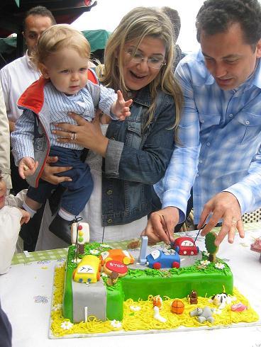 Erim Aytekin doğum günü: 31 Mayıs 2009 İstanbul, Erim bebek annesi Nur + babası Gökhan Aytekin